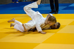 奥伦堡,俄罗斯- 2016年4月16日:在柔道的青年竞争 库存照片