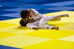 奥伦堡,俄罗斯- 2016年4月16日:女孩在柔道竞争 库存照片
