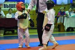 奥伦堡,俄罗斯- 2016年10月30日:孩子在Kobudo竞争 库存照片