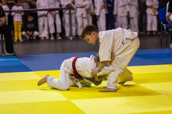 奥伦堡,俄罗斯- 2016年4月16日:男孩在柔道竞争 免版税库存照片