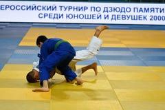 奥伦堡,俄罗斯- 2016年10月21日:男孩在柔道竞争 免版税库存图片