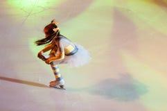奥伦堡,俄罗斯- 26 03 2016年:儿童溜冰者 库存图片