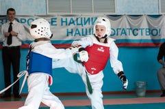 奥伦堡,俄罗斯- 23 04 2016年:在男孩中的跆拳道竞争 免版税库存图片