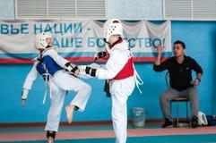 奥伦堡,俄罗斯- 23 04 2016年:在男孩中的跆拳道竞争 免版税库存照片