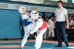 奥伦堡,俄罗斯- 23 04 2016年:在男孩中的跆拳道竞争 图库摄影