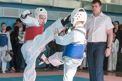 奥伦堡,俄罗斯- 23 04 2016年:在男孩中的跆拳道竞争 库存照片