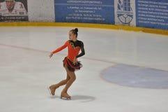 奥伦堡,俄罗斯- 26 03 2016年:女孩花样滑冰运动员 免版税库存图片
