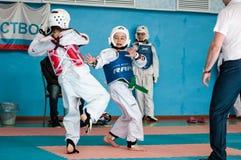 奥伦堡,俄罗斯- 23 04 2016年:跆拳道竞争女孩 免版税库存照片