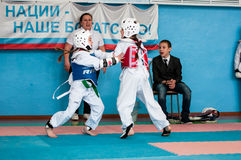 奥伦堡,俄罗斯- 23 04 2016年:跆拳道竞争女孩 免版税库存图片