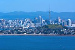 奥克兰从朗伊托托岛新西兰的市地平线 免版税库存照片