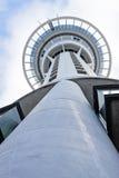 奥克兰塔,新西兰, 7 2011个美国人拟订看板卡特写镜头赊帐负债转淡经济专业万事达卡11月签证 免版税库存图片