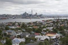 奥克兰市和港口,从Devonport的看法 免版税图库摄影