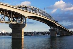 奥克兰桥梁港口 免版税库存照片