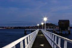 奥克兰港口晚上场面 免版税库存照片