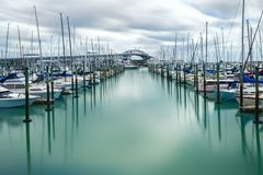 奥克兰港口桥梁在奥克兰,新西兰 免版税库存照片