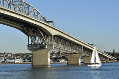 奥克兰港口桥梁-新西兰 免版税库存照片