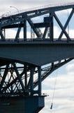 奥克兰港口桥梁 免版税库存照片