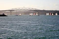 奥克兰港口桥梁 免版税图库摄影