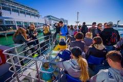 奥克兰,新的西兰12日2017年:看奥克兰江边地平线,奥克兰的巡航的未认出的人是 图库摄影