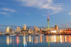 奥克兰,新的西兰2013年12月9日 奥克兰夜场面  免版税库存图片