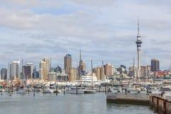 奥克兰,新的西兰2013年12月10日 奥克兰市和天空 免版税库存图片