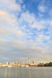奥克兰,新的西兰2013年12月9日 奥克兰市和天空t 免版税库存照片