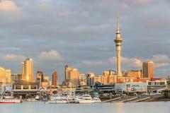 奥克兰,新的西兰2013年12月9日 奥克兰市和天空t 库存图片