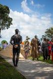 奥克兰,新西兰- 2018年4月07日:观众和竞争者在Murrays海湾码头Birdman节日 免版税库存照片