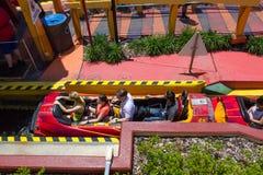 奥兰多,佛罗里达,美国- 2018年5月09日:乘驾印度桃花心木盐水湖 冒险海岛  通用 图库摄影