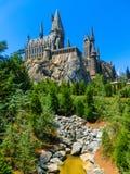 奥兰多,佛罗里达,美国- 2018年5月09日:在哈利・波特Wizarding世界的Hogwarts城堡在高桥名人之冒险岛  免版税库存照片