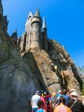 奥兰多,佛罗里达,美国- 2018年5月09日:在哈利・波特Wizarding世界的Hogwarts城堡在高桥名人之冒险岛  免版税库存图片