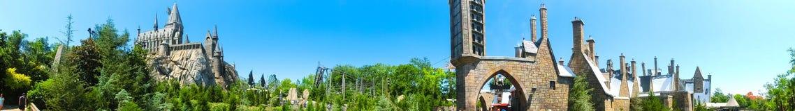 奥兰多,佛罗里达,美国- 2018年5月09日:在哈利・波特Wizarding世界的Hogwarts城堡在高桥名人之冒险岛  图库摄影