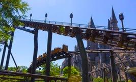奥兰多,佛罗里达,美国- 2018年5月09日:Hippogriff的过山车飞行 哈里・珀特wizarding的世界  免版税库存图片