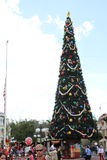 奥兰多,佛罗里达- 12月15 :在非常Mickey的圣诞快乐党,奥兰多佛罗里达的人群 免版税图库摄影
