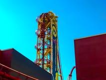 奥兰多,美国- 2014年1月03日:过山车和比赛亭子在公园 环球影业是一个奥兰多 库存图片