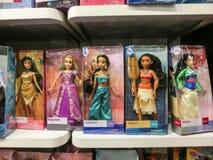 奥兰多,美国- 2018年5月10日:迪斯尼商店室内商城奥兰多优质出口的五颜六色的公主在 库存照片