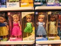 奥兰多,美国- 2018年5月10日:迪斯尼商店室内商城奥兰多优质出口的五颜六色的公主在 库存图片