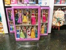 奥兰多,美国- 2018年5月10日:迪斯尼商店室内商城奥兰多优质出口的五颜六色的公主在 免版税库存照片