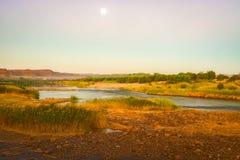 奥兰治河纳米比亚和南非边界 免版税库存图片