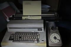 奥利韦蒂&老电话 免版税库存图片