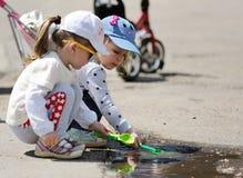 奥勒尔号,俄罗斯, 2017年6月12日:俄罗斯抗议 小女孩playi 免版税库存照片