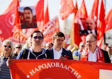 奥勒尔号,俄罗斯- 2018年5月01日:劳动节集会 市政府步行 库存图片