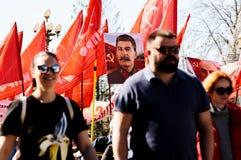 奥勒尔号,俄罗斯- 2018年5月01日:劳动节集会 肌肉人走 免版税库存图片