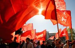 奥勒尔号,俄罗斯- 2018年5月01日:劳动节集会 许多人民和红色 免版税库存图片