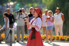 奥勒尔号,俄罗斯- 2016年8月05日:奥勒尔号市天 唱歌的妇女  免版税图库摄影