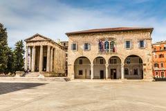 奥古斯都古庙和镇霍尔普拉,克罗地亚 库存照片