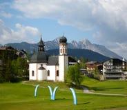 奥地利典型教会seefeld 免版税库存照片