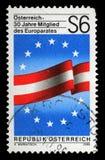 奥地利打印的邮票致力了30年作为欧洲委员会的成员 库存图片