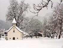 奥地利教堂冬天 免版税库存照片