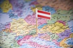 奥地利标记用在地图的一面旗子 库存照片